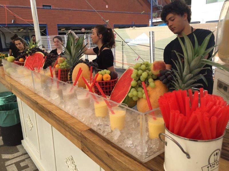 ימי כיף לעובדים עם שייק פירות
