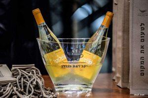 מייצגים מותגים בעמדות Black & white ביריד היין הגדול של השרון!